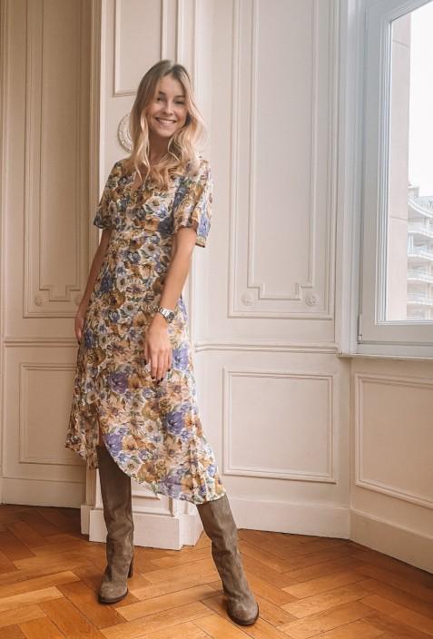 Robe ANN à fleurs lilas un peu longue